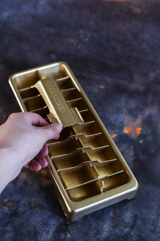 D9. AMAZING gold lever-release ice cube tray