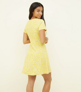 Petite Yellow Ditsy Floral Cap Sleeve Swing Dress New Look