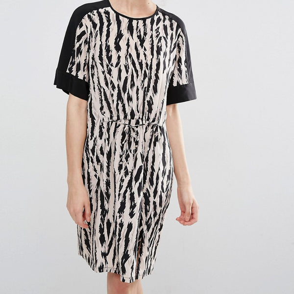 BCBGMAXAZRIA Print Dress with Tie Waist Detail - Black lavendar