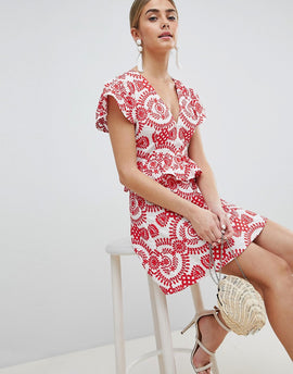 PrettyLittleThing Embroidered Broiderie Dress - Red