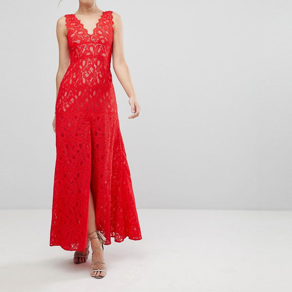 Aijek Maxi Dress In Scallop Lace With Front Slit - Rouge