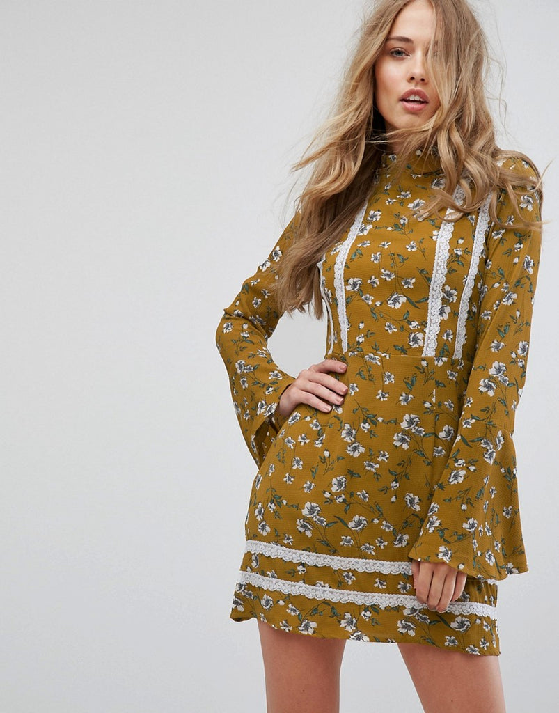 MISSGUIDED FLORAL FLARE SLEEVE DRESS - Yellow