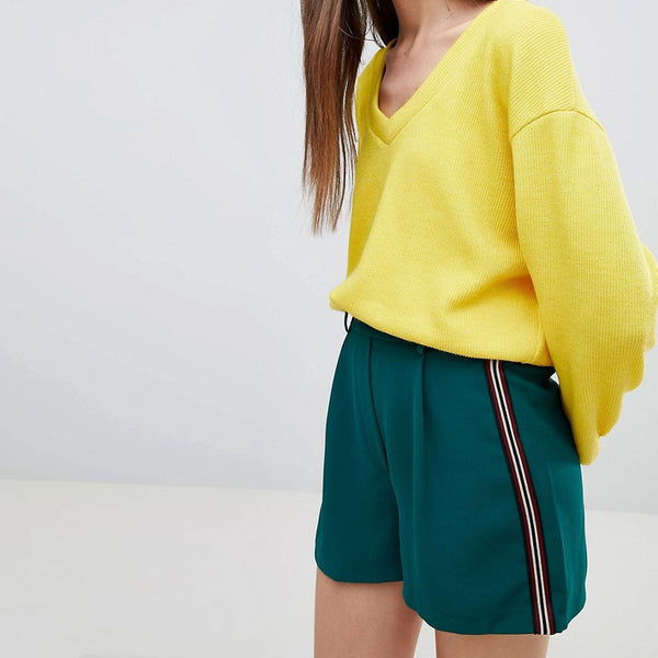 Bershka tailored shorts with side stripe in green - Green