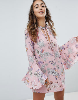 En Creme Shift Dress With Fluted Sleeves In Floral - Pink floral