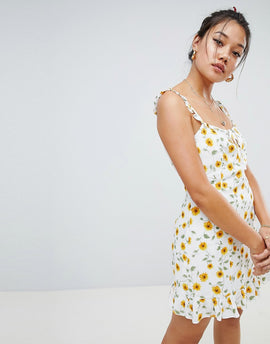 Honey Punch dress with frill hem in ditsy floral - White