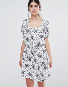 Traffic People Less Is Less Dress In Spring Floral Dress - White/navy