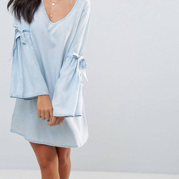 Influence Flare Sleeve V Neck Chambray Dress - Light wash