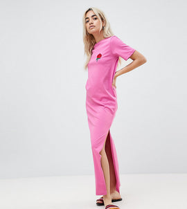 ASOS DESIGN Petite t-shirt maxi dress with embroidered rose - Pink