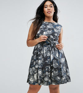 Closet Plus Skater Dress In Artistic Floral Print - Multi