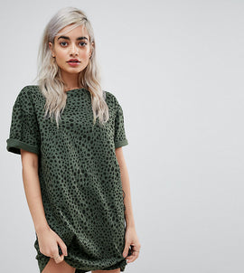 ASOS DESIGN Petite ultimate t-shirt dress in leopard print - Multi