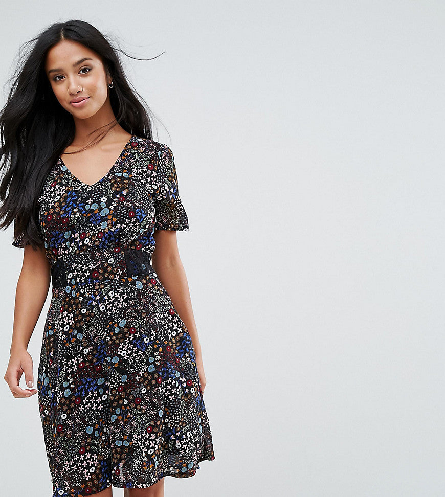 Yumi Petite Floral Tea Dress - Black floral