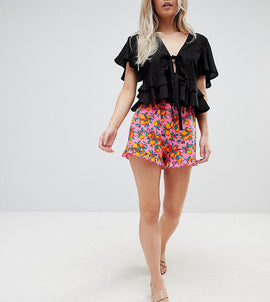 ASOS DESIGN Petite Frill Hem Shorts In Orange Print - Orange print