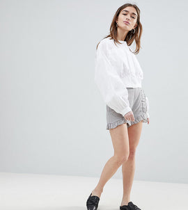 Lost Ink Petite Tailored Shorts With Ruffle Seams - Light grey
