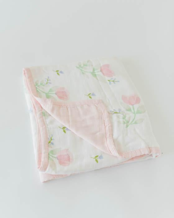 Little Unicorn Deluxe Muslin Quilt in Pink Peony