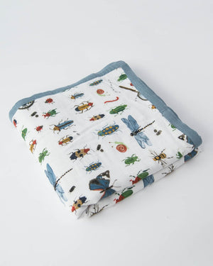 Little Unicorn Deluxe Muslin Quilt in Bugs