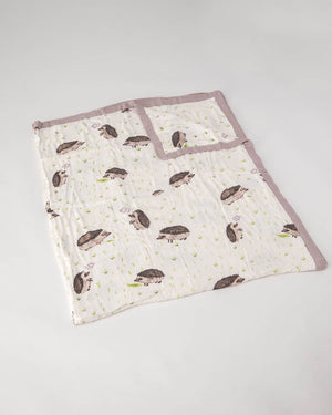 Little Unicorn Deluxe Muslin Big Kid Quilt in Hedgehog
