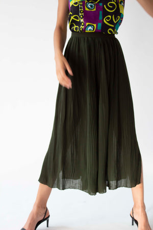 Karl Lagerfeld forrest green pleated gaucho pants