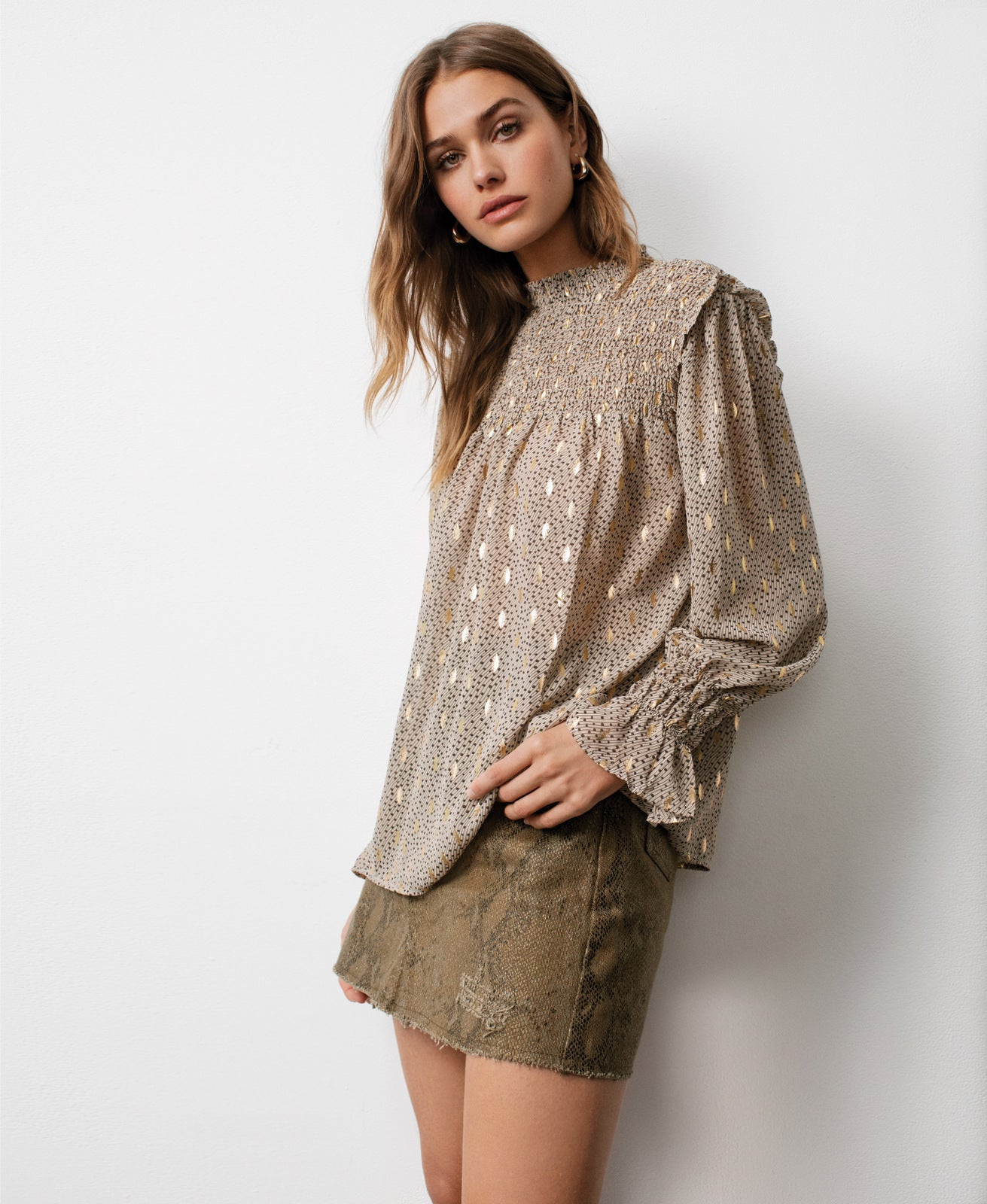 TAUPE GOLD PRINT TOP