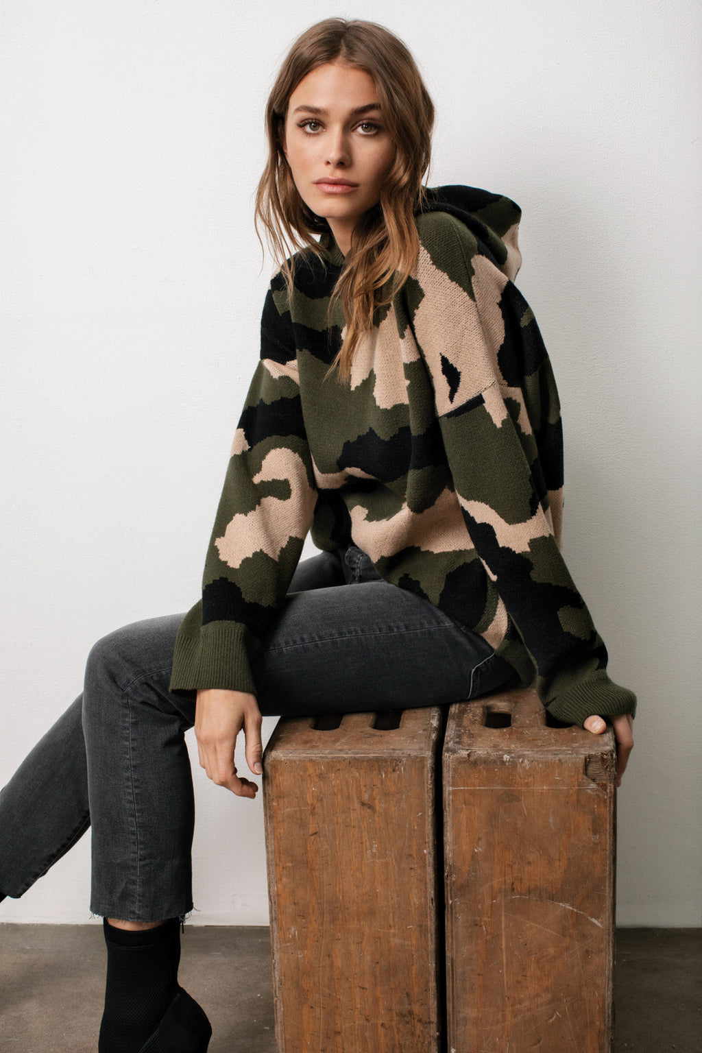 OLIVE CAMO HOODED SWEATER