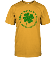 Aint No Laws When You Are Shamrockn Claws Funny St Patricks Day Gift For Irish Men Women T Shirt
