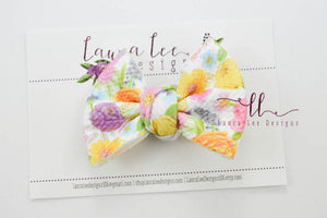 Small Julia Messy Bow Style Bow || Happy Meadows