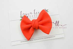Small Julia Messy Bow Style Bow || Coral