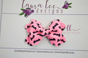 Mini Scalloped Margo Style Bow || Pink Glow In The Dark Bats