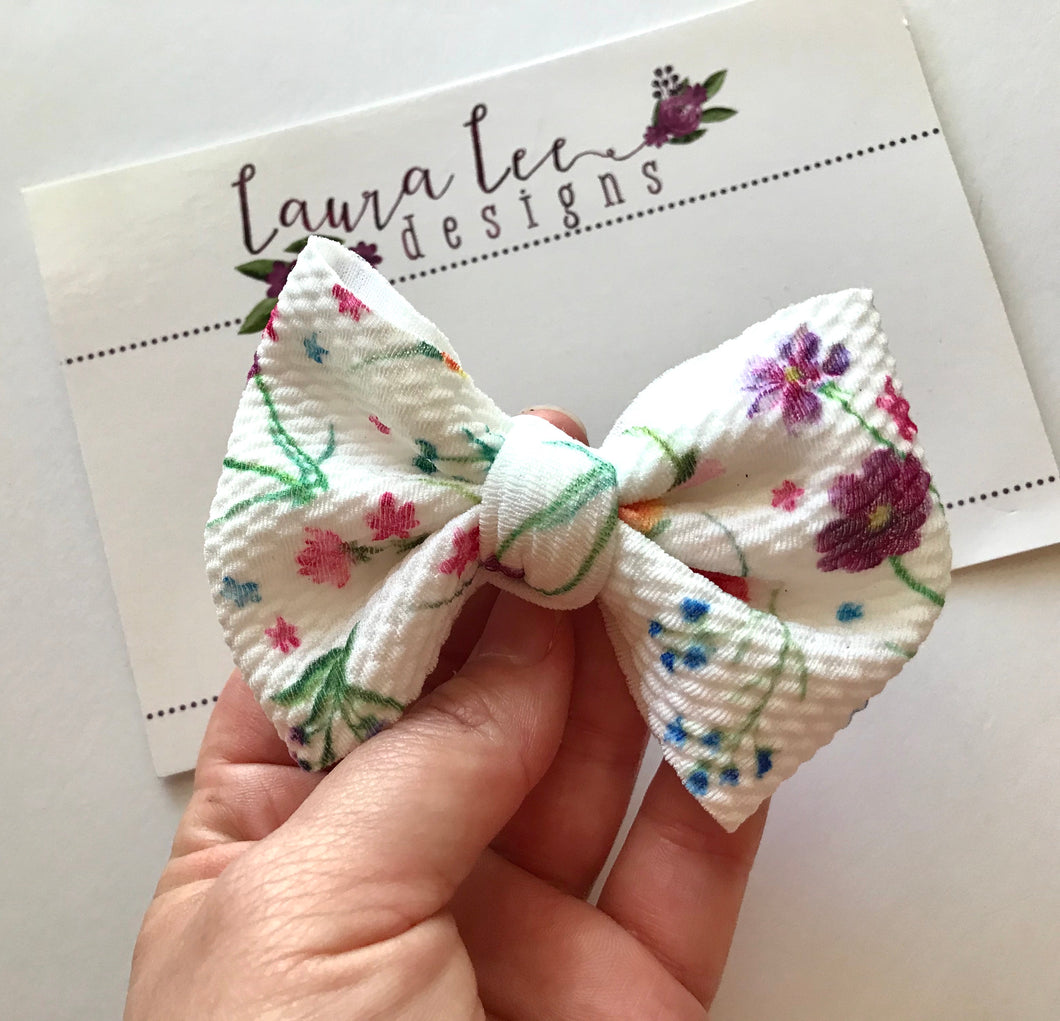 Small Julia Messy Bow Style Bow || Wild Flower Fields