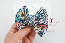 Small Julia Messy Bow Style Bow || I Spy a Flamingo