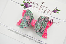 Stacked Winnie Bow Style || Tropical Leaves