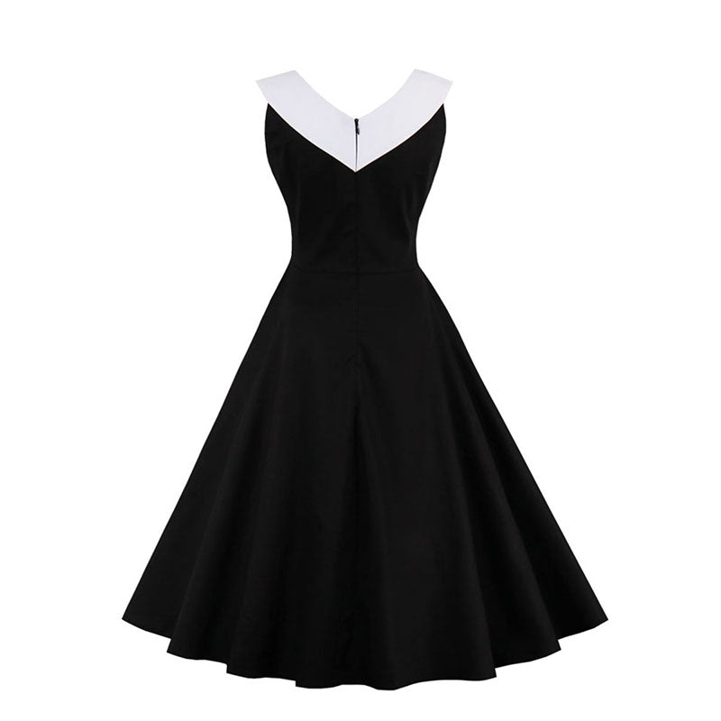 1960s Elegant Sleeveless Dress in Peter Pan Collar