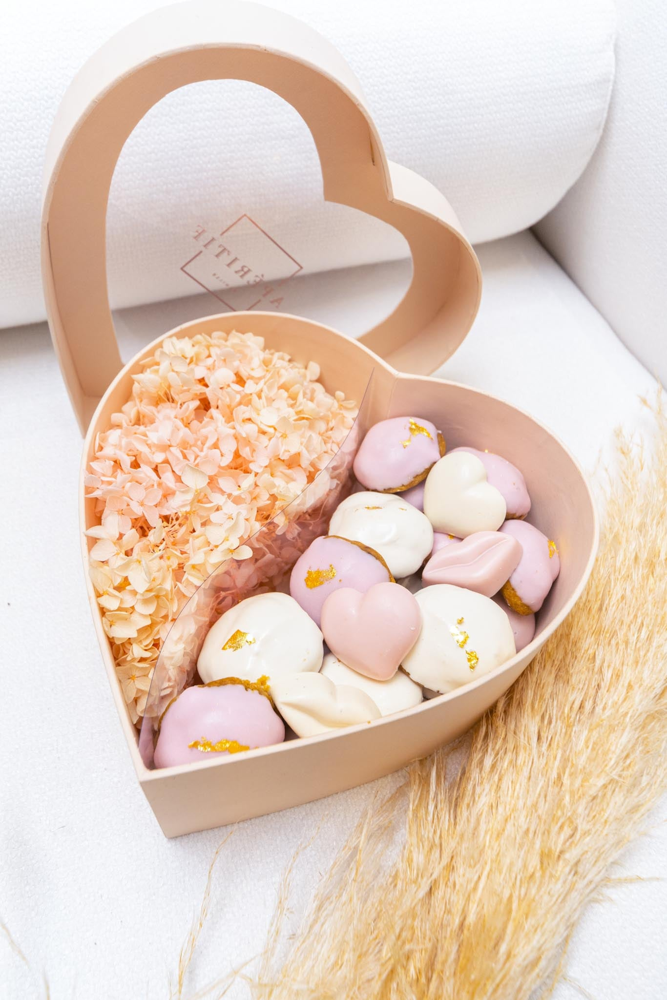 Cookie Nibbler Heart Box (White Chocolate)