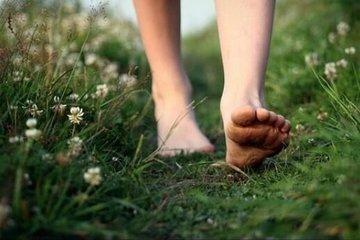 What is Earthing? See All The Ways It Benefits Your Health
