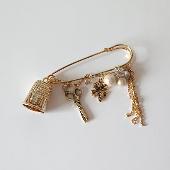 Thimble Brooch of Luck (Gold)