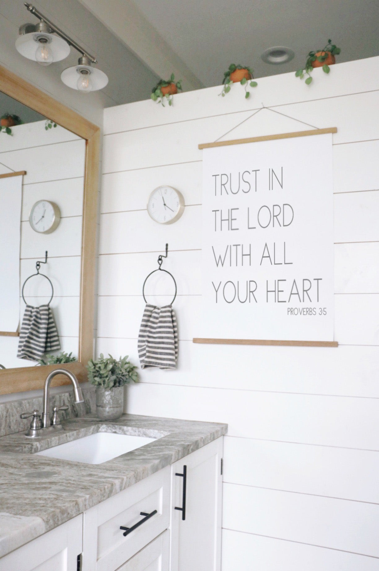 Trust in the Lord Hanging Canvas