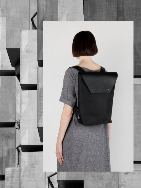 BACKPACK WITH LEATHER FLAP 2