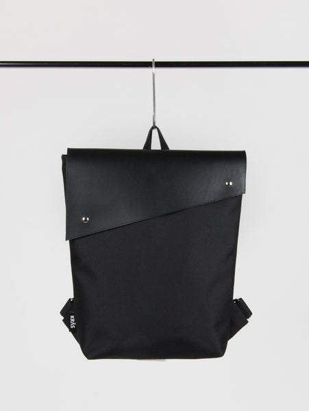 BACKPACK WITH LEATHER FLAP 1