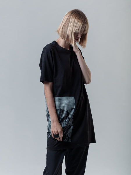 MONOLITH LONG T-SHIRT SIDE PRINT