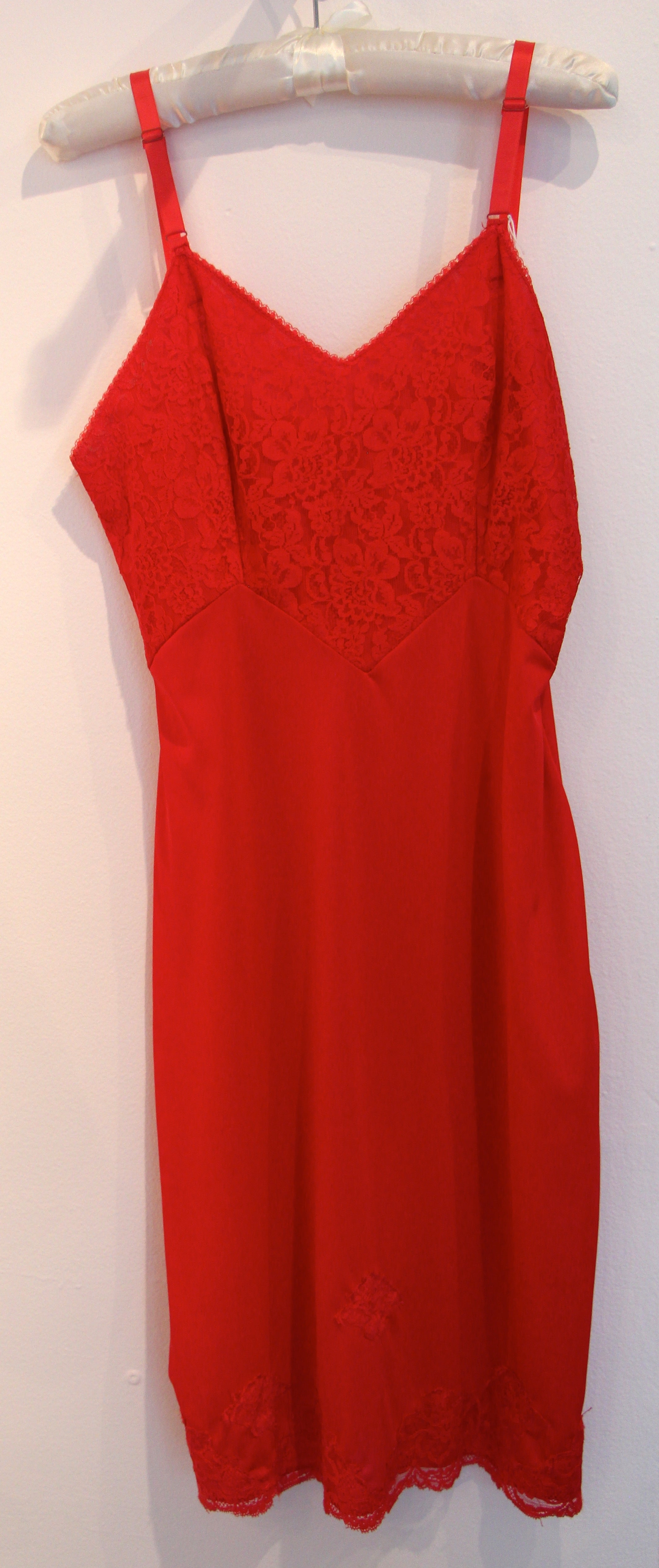 Red Vanity Fair Nyon and Lace Slip Size M/L #020