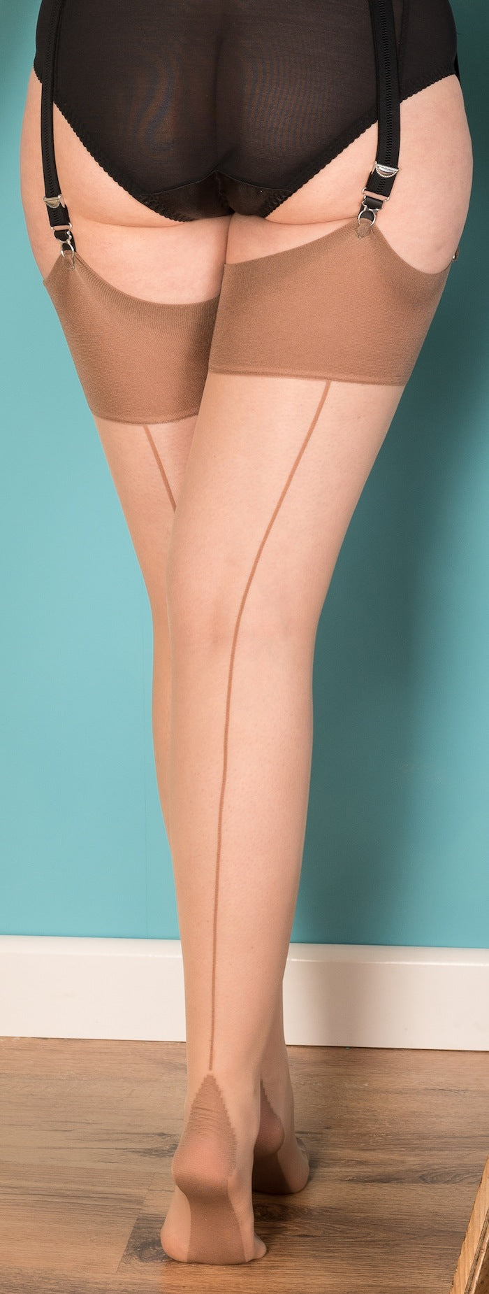 Glamour Stockings in Champagne with Latte Seams
