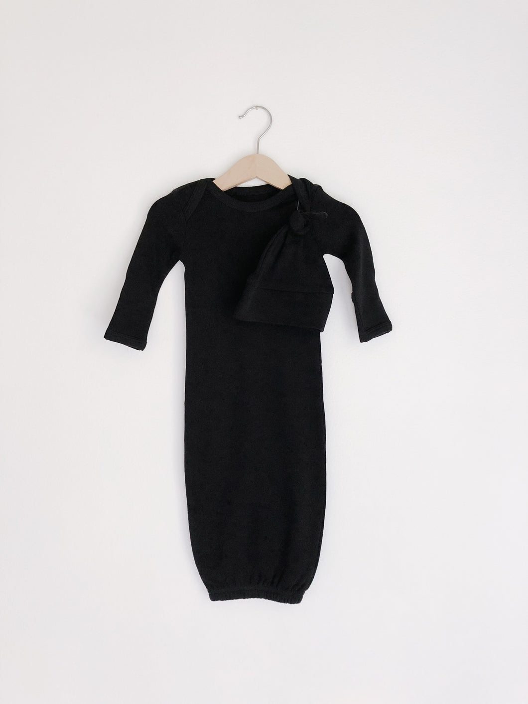 Solid Color Organic Knot Hat + Gown Set | Black