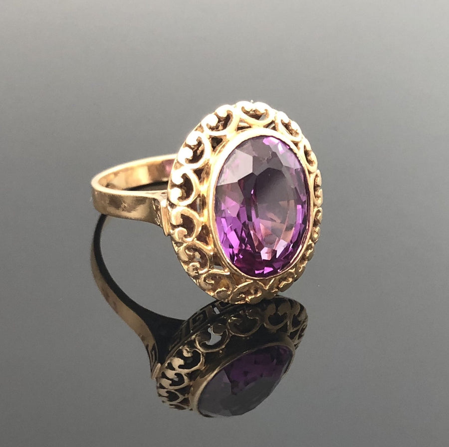 Ladies 18kt Gold Ring, Oval Shaped Synthetic Alexandrite, Size 7.75