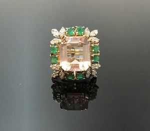 Ladies 14kt Gold Ring with Natural Kunzite, Emeralds and Diamonds. Size 6.5