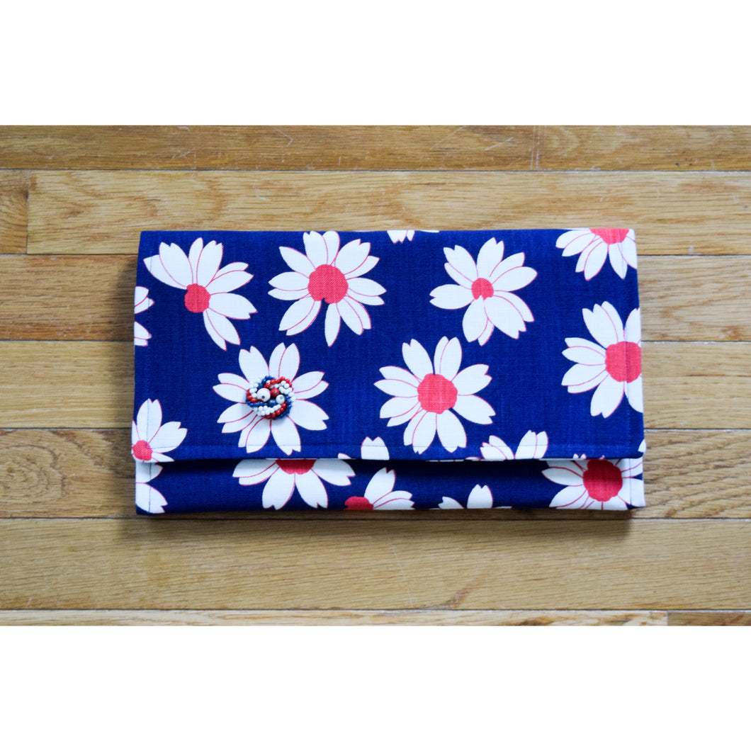 Clutch in Vintage Fabric Flowers Red White Blue