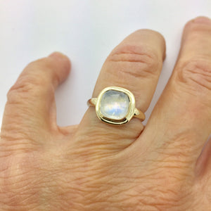 Moonstone Ring, Gold Ring, 14K ring with Rainbow Moonstone, Rose Cut Moonstone Ring, Gold statement ring,