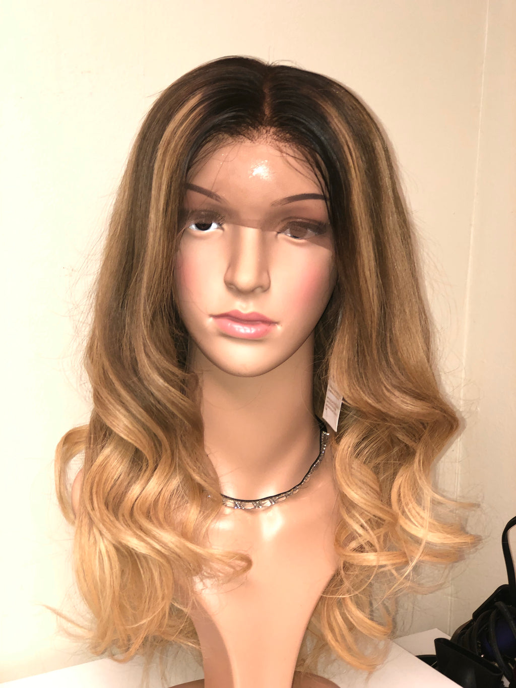 "16"" Ashe blonde lace front wig"