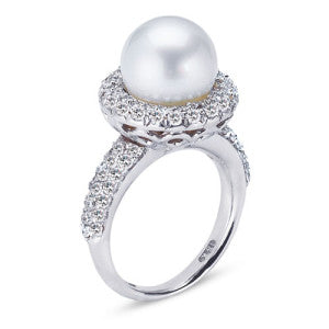 18K White Gold Ring With Diamonds And Center Pearl