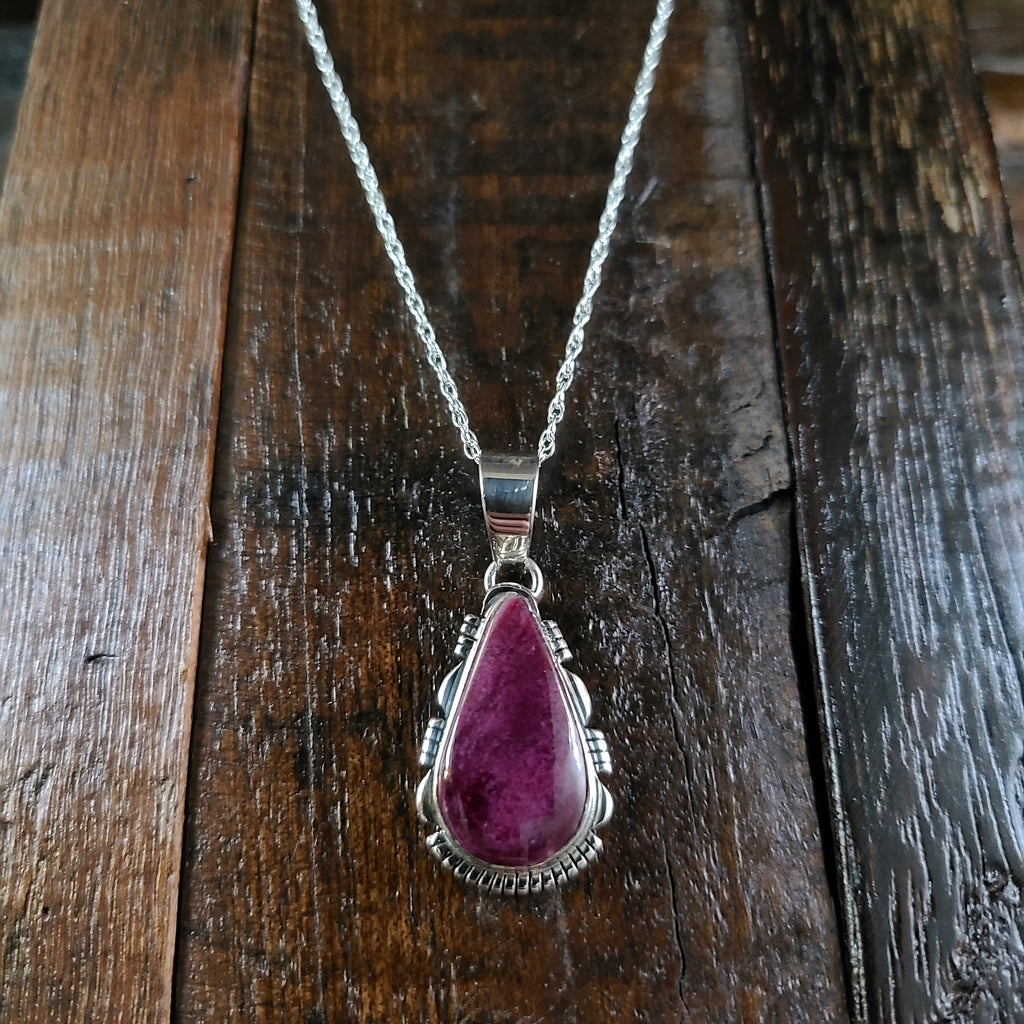 Purple Spiny Oyster Shell | Sterling Silver | Pendant - Native American Indian | Navajo - Larry Yazzie