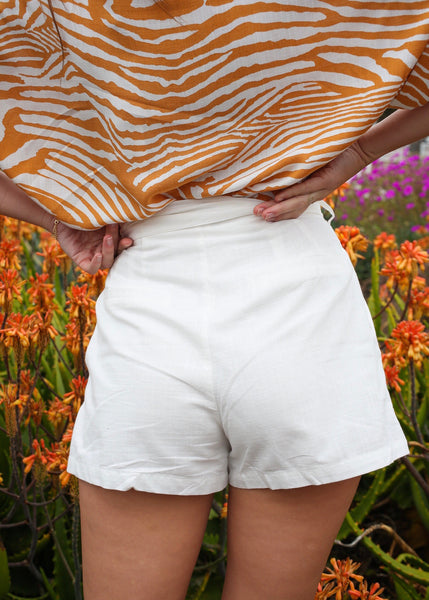 Los Angeles Boutique white paperbag linen high rise shorts by MINK PINK 5