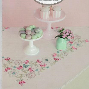 Rico Table Runner  67366 Fantasy Flowers